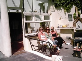 Our first guests at the self-catering apartment enjoy an alfresco breakfast.